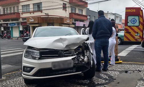 Acidente de trânsito deixa uma pessoa ferida no centro de União da Vitória