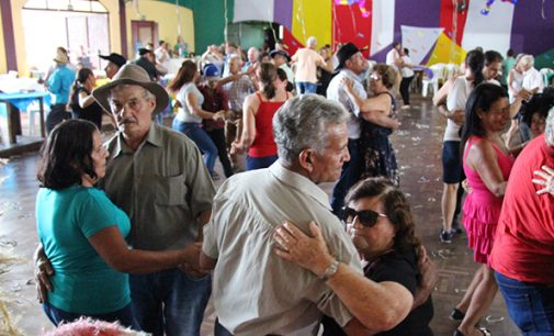 Carnaval em Bituruna inicia com a Terceira Idade