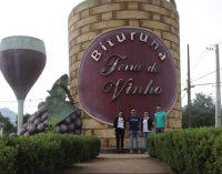 Gestores de Mariópolis visitam a Rota do Vinho de Bituruna