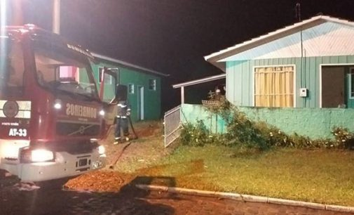 Incêndio destrói garagem no centro de Irineópolis