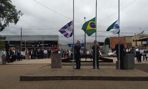 Hasteamento de bandeiras dá início aos 129 anos de União da Vitória