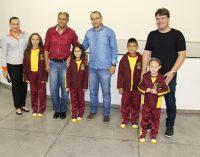 Educação de Bituruna entrega dois mil kits de uniformes
