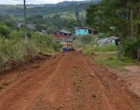 Prefeitura de General Carneiro recupera ruas de terra