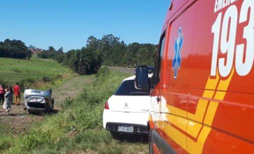 Veículo sai de pista e capota na BR 280 em Porto União