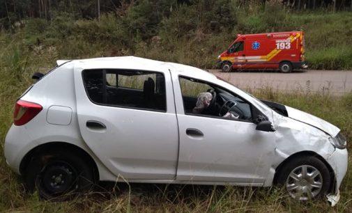Veículo sai de pista na SC 135 em Matos Costa