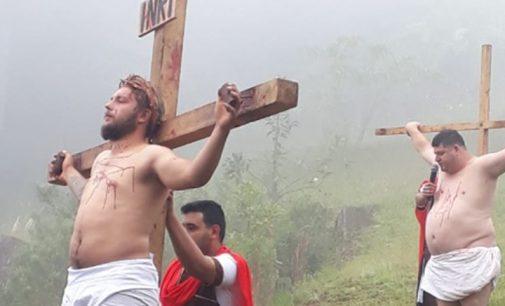 População prestigia a encenação da Paixão de Cristo