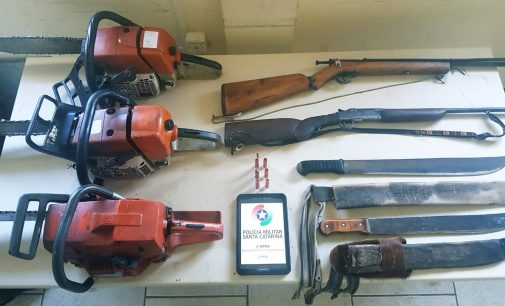 PM Ambiental apreende duas arma e três motosserras