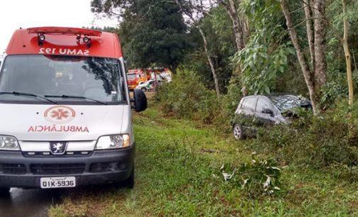 Veículo sai de pista na região de Poço Preto em Irineópolis