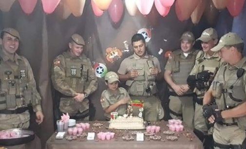 Policiais de Porto União participam de aniversário infantil