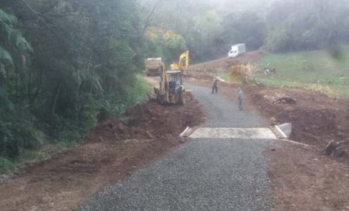 Estrada da comunidade São Francisco recebe melhorias