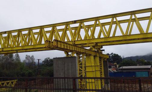 Ciclistas irão utilizar, provisoriamente, a pista de carros da ponte de ferro