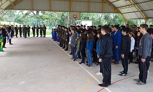 Projeto Escola de Civismo chega no Rio Vermelho
