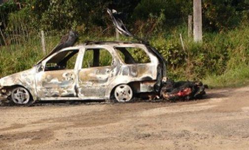 Veículo fica destruído em incêndio na PR 446