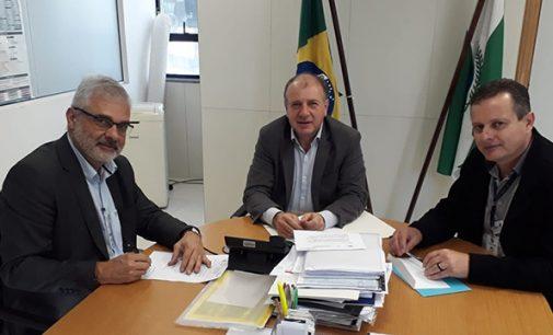 General Carneiro assina licitação junto a SEDU