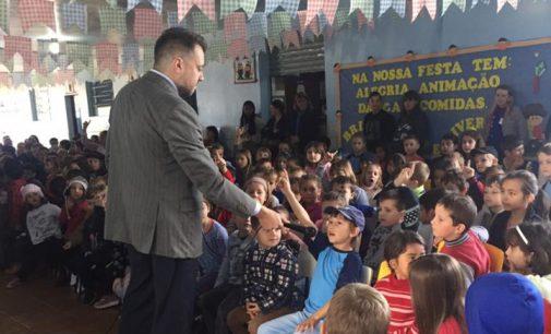 Juiz Mattioli ministra palestra na Escola Bronislau Kapusniak