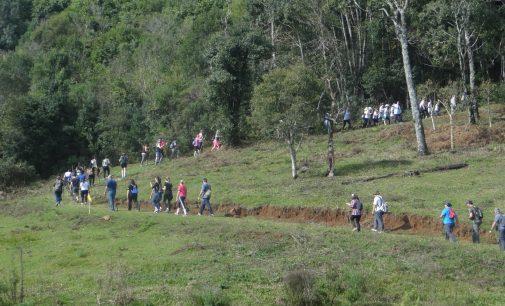 400 pessoas fazem a Caminhada Ecológica no Rastro do Monge