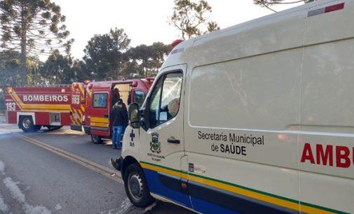 Ambulância colide com caminhão na SC 135