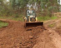 Setor de Obras de Bituruna inicia recuperação das estradas rurais