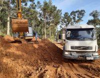 Melhorias nas estradas rurais continuam em Bituruna
