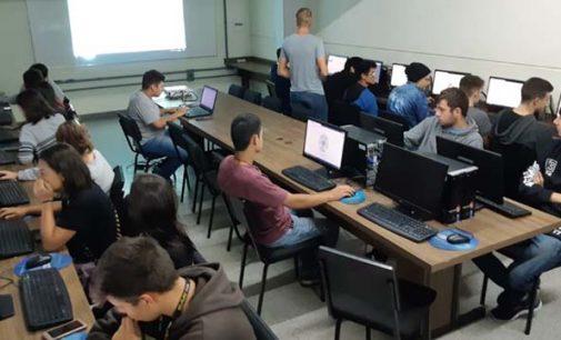 Acadêmicos da Uniguaçu ministram curso de extensão para jovens