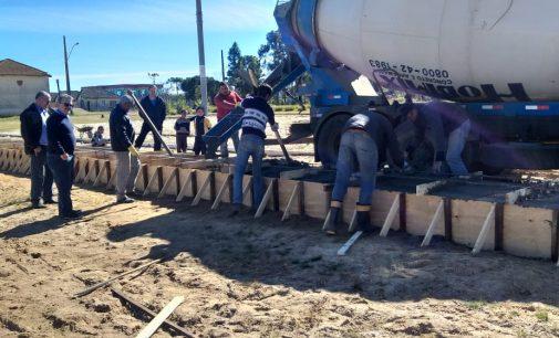 Prefeitura de Matos Costa inicia obras na praça Erich Zipperer