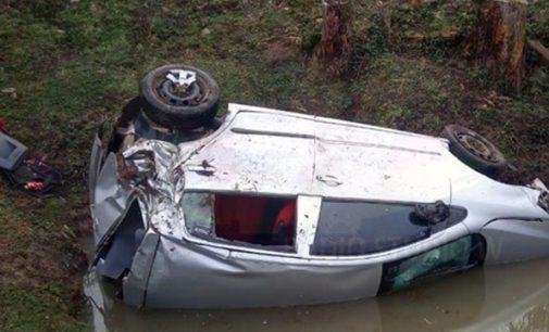 Homem morre ao cair com veículo em tanque na BR 153