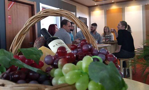 """Espaço; """"Expo Vinho"""" é destaque na economia de Bituruna"""