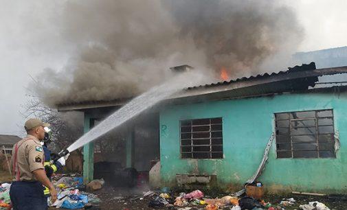 Incêndio destrói antigo Centro Comunitário do Ponte Nova