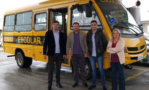 Matos Costa recebe novo ônibus escolar