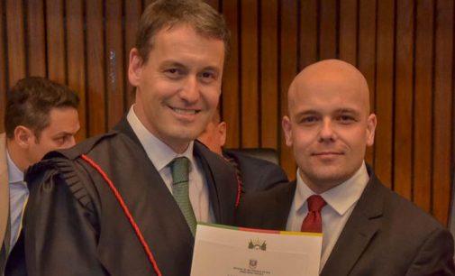 Egresso da Uniguaçu é empossado como Promotor de Justiça