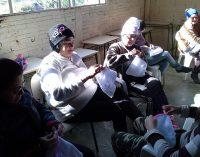 Grupo da Família Biturunense aprendem a fazer pijamas