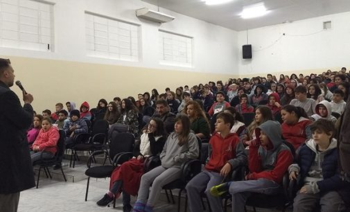 Alunos do Colégio José de Anchieta recebem palestra do Juiz Mattioli