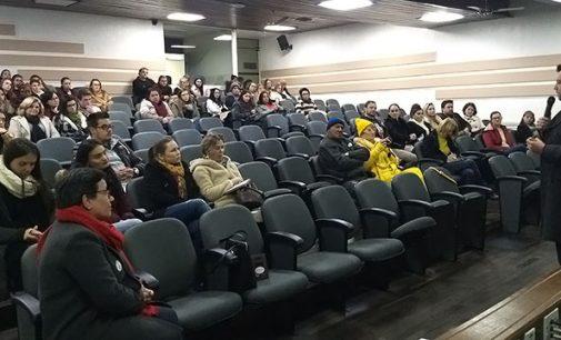 """Palestra """"Escuta Especializada"""" debate proteção para vítimas de violência"""