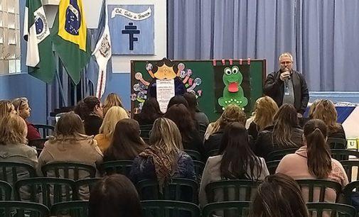 """Educadores participam do """"Boas Práticas de Educação Infantil"""""""
