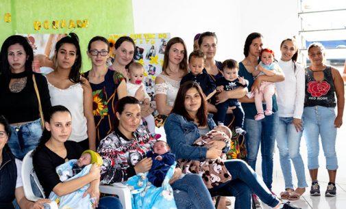 Mulheres participam de atividades do Agosto Dourado