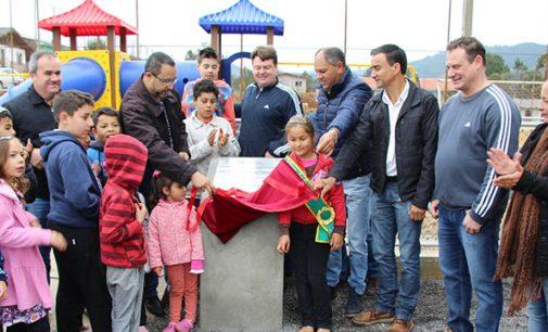 Prefeitura de Bituruna inaugura terceiro playground infantil