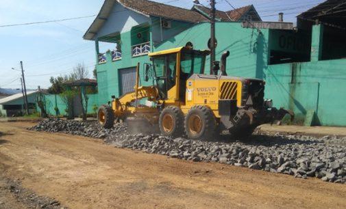 Cinco bairros de Porto União recebem pavimentação