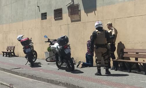 Homem é preso por roubo e agressão em Porto União