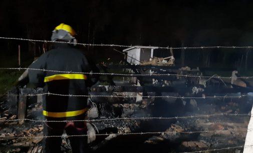 Incêndio destrói casa na região Santa Maria em Porto União