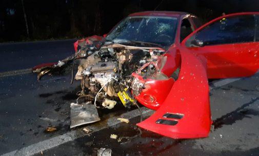 Veículo pega fogo, após acidente na BR 476