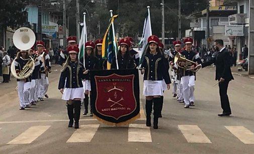 População participa do Desfile Cívico em Cruz Machado