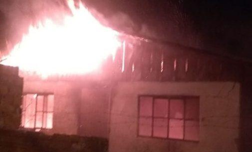 Incêndio destrói residência no bairro São Pedro