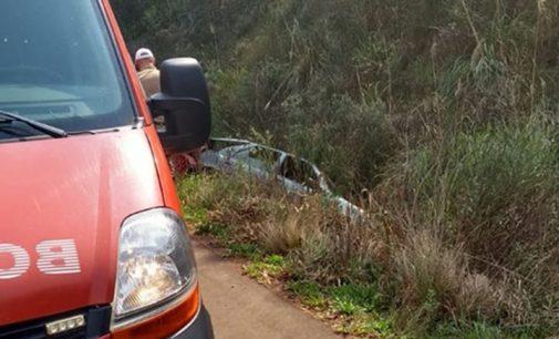 Veículo sai de pista e capota na SC 135 em Calmon