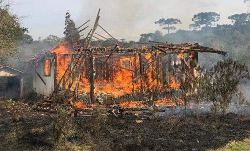 Incêndio destrói residência em General Carneiro