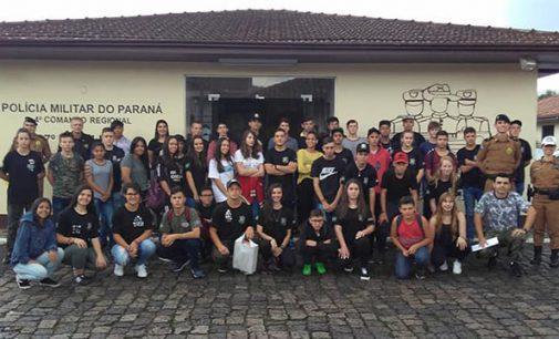 Alunos do CPAM de União da Vitória visitam o 27º BPM