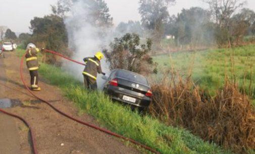 Veículo de Bituruna pega fogo na BR 280 em Porto União