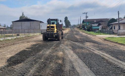 Ruas na área urbana de Matos Costa recebem melhorias