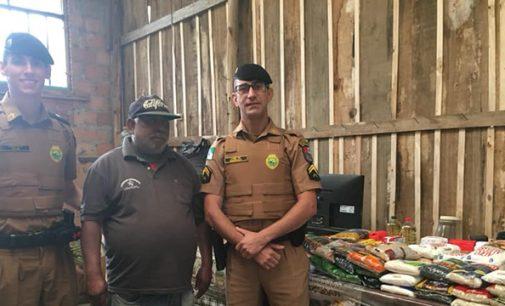 Policiais militares fazem doação de alimentos