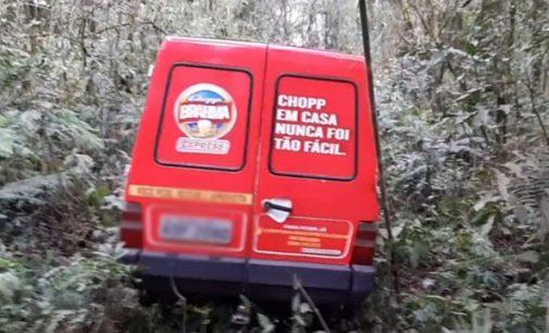 Veículo furtado é encontrado sem as rodas no interior de Porto União