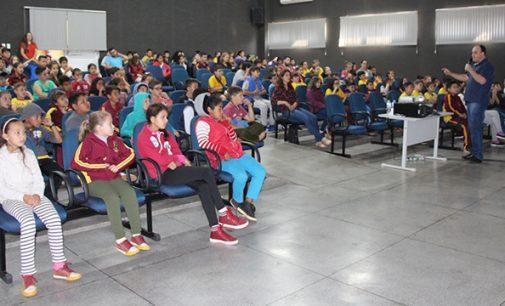 "Alunos de Bituruna participam de palestra; ""Guerra do Contestado"""